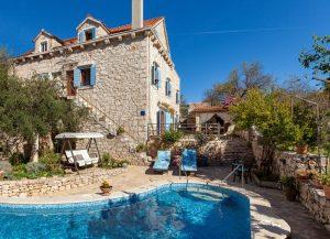 Villa Vicina with a private pool in Milna