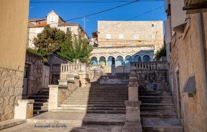Acces path to the villa | Villa Vicina