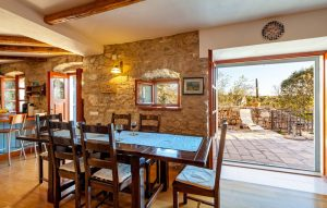 Dining room in Villa Vicina | Rent by owner