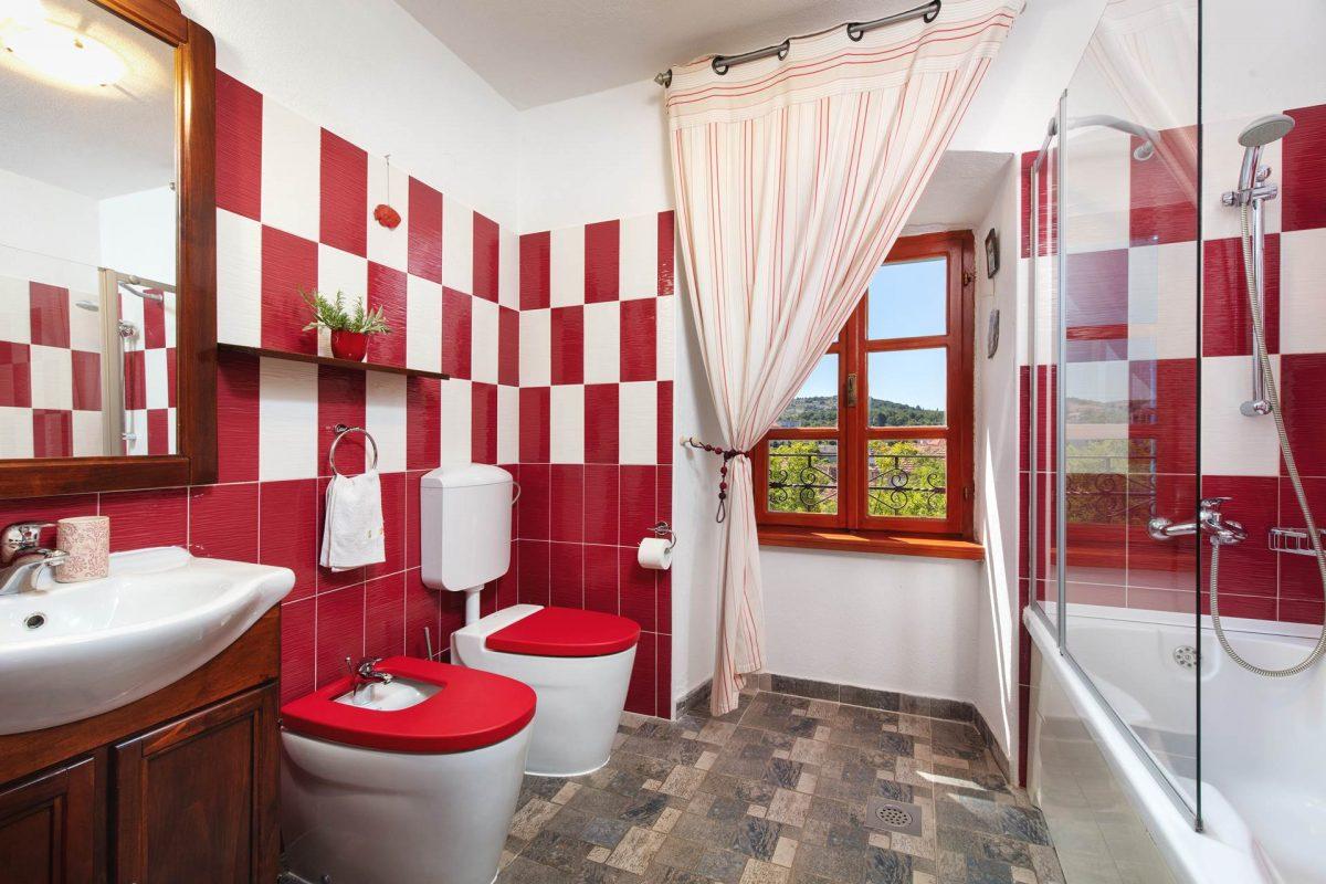 Bathtub bathroom in the Villa Vicina